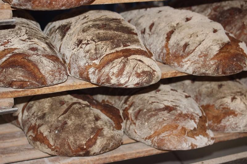 chleb-swiezo-wypieczony